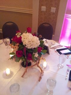 Red and White Centerpiece #weddings #flowers #bridal