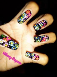 Flores con fondo negro Nails, Beauty, Black Backgrounds, Flowers, Finger Nails, Beleza, Ongles, Nail, Nail Manicure