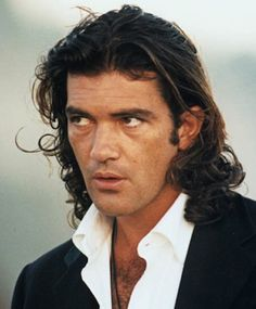 Antonio_Banderas_long_hairstyle.jpg (331×400)
