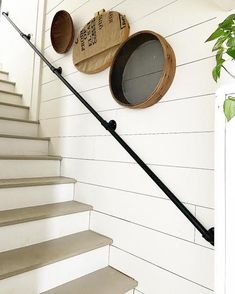 Black Railing, Pipe Railing, Metal Railings, Banisters, Hand Railing, Metal Handrails For Stairs, Handrail Ideas, Staircase Handrail, Front Stairs