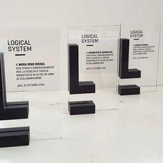 Targhe premio in #vetro extrachiaro con #stampa diretta e logo in #marmo nero sagomato.  #adigital #stampa #digitale #personalizzazione #realizzazioni #premi #cristallo #luxury #pesaro