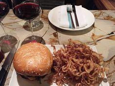 Clauswells AMAZING cheeseburger
