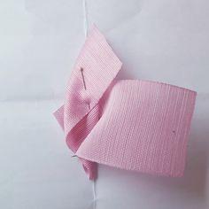발레리나보우 : 네이버 블로그 Ribbon Crafts, Ribbon Bows, Organza Flowers, Diy Hair Bows, Diy Hairstyles, Hair Pins, Origami, Diy And Crafts, Projects To Try