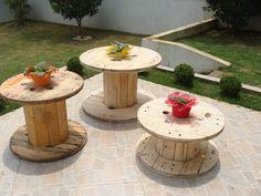 Mesa de carretel de madeira , lixado e pintado de esmalte ou verniz. CONSULTAR O FRETE R$ 150,00