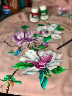 Fabric Paint Designs, Textiles, Magnolias, Acrylic Paintings, Fabric Painting, Flower Art, Tee Shirt, Girly, Gift Wrapping