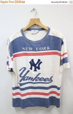 e7a2a225893f CRAZY SALES 20% Vintage 1990 s New York YANKEES Baseball Sports Hip Hip Tee  T Shirt