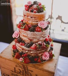 Wedding Cake: the naked cake - Hi girls ! I suggest you whet your appetite with these pretty wedding cakes. Naked cake, you know? Is this the kind of cake you would like to have for your wedding? Here is an article Berry Wedding Cake, Red Wedding, Rustic Wedding, French Wedding, Wedding Reception, Wedding Venues, Wedding Favours, Wedding Cakes With Fruit, Pizza Wedding Cake