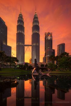 Petronas Towers in Kuala Lumpur by Beboy Photographies on 500px