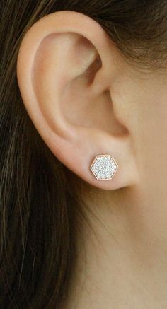 A cool combination of delicate diamonds and contemporary sandblasted details, this white gold triangle stud is just what your jewelry collection needs. Ear Jewelry, Jewelery, Fine Jewelry, Men's Jewellery, Designer Jewellery, India Jewelry, Diamond Jewellery, Gold Drop Earrings, Diamond Earrings