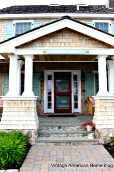 Top 30 Curb Appeal Tricks - Vintage American Home House Design, Beautiful Interiors, Cottage Style Decor, Curb Appeal, House Paint Exterior, Cottage Chic, Craftsman House, Farmhouse Style, House Exterior