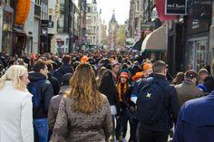 Donderdag 27 april: Koningsdag! De dag waarop iedereen in oranje uitgedost erop uit gaat om langs de vele vrijmarkten te... Lees verder →