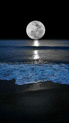 Shoreline and the moon. Moonlight and Night Sea View Beautiful Nature Wallpaper, Beautiful Moon, Beautiful Landscapes, Beautiful Places, Moon Photography, Landscape Photography, Moonlight Photography, Shoot The Moon, Moon Art