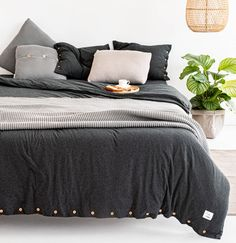 Soft knitted bed linen, warm blanket just like your beloved jumper, pillow to snuggle while reading a good book. Cotton Bedding, Linen Bedding, Couple Bed, Warm Blankets, Duvet Covers, Comforters, Pillow Cases, Pillows, Graphite