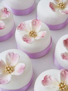 Bobbette & Belle Minicakes