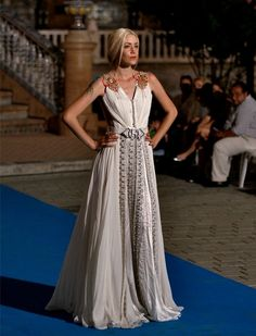Cualquier novia atrevida podría soprender con un diseño como este.  J.M.Serrano.