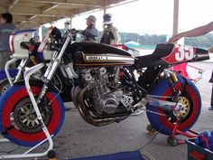 Suzuki Bikes, Suzuki Cafe Racer, Suzuki Gsx, Super Bikes, Vintage Racing, Old School, Motorcycles, Vehicles, Rolling Stock