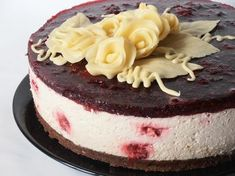 Tort cu crema de iaurt si zmeura | CAIETUL CU RETETE Romanian Desserts, Cheesecakes, Mousse, Sweet Treats, Dessert Recipes, Ice Cream, Sweets, Candy, Food
