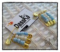 Originales escarapelas para llevar en nuestros corazones!!! en este mes de junio tan especial! Dassha.bijou Baby Shower, Personalized Items, Cool Stuff, Jewelry, Challenges, Paper, Flower Band, Handbags, Baby Sprinkle Shower