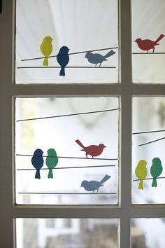 mit tonkarton-fensterbilder basteln mit kindern-vögel auf draht sitzend