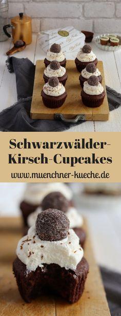 Die Schwarzwälder-Kirsch-Cupcakes sind eine super Alternative zur Torten-Variante. Der Clou: die mit Kirschwasser gefüllte Praline auf dem Sahnefrosting. | www.muenchner-kueche.de #schwarzwälderkirsch #kirschwasser #cupcakes #pralinen