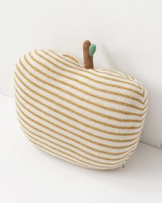 OEUF ニットピロー Apple (120 White/Mustard Stripes)