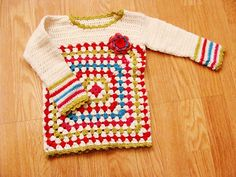[Free Pattern] This Baby Pullover Is The Prettiest Granny Square Baby Sweater Ever! - Knit And Crochet Daily Crochet Baby Sweaters, Crochet Coat, Crochet Clothes, Baby Knitting, Booties Crochet, Baby Sweater Patterns, Coat Patterns, Crochet Gratis, Cute Crochet