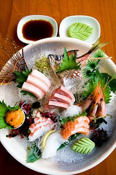 Rakuzen, sashimi - sake (salmon), maguro (tuna), otoro (tuna belly), ika (squid), tako (octopus), amaebi (sweet shrimp), uni (sea urchin), Spanish mackerel