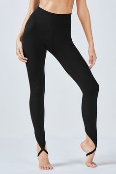 A dance-inspired stirrup legging keeps your pants in place while you& perfecting your practice. Enjoy the security of a high-rise, compression waistband, swea Stirrup Leggings, Black Leggings, Hip Hop Outfits, Dance Outfits, Dance Shirts, Athletic Outfits, Athletic Clothes, Yoga Fashion, Teenager Outfits