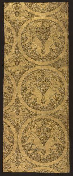 Cloth of gold depicting winged lions and griffins, Central Asia, circa 1240–60,  Ilkhanid (Mongol) period. Silk, gold thread; lampas weave; 124.00 x 48.80 cm. The Cleveland Museum of Art, Purchase from the J. H. Wade Fund 1989.50