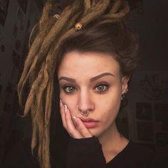 Dreadlocks.. Hippie Dreads, Dreadlocks Girl, Hippie Hair, Hippie Boho, Dreads Styles For Women, Hair Styles, Dread Hairstyles, Cool Hairstyles, White Girl Dreads
