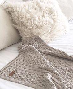 Pie de cama coco - comprar online Coco, Blanket, Bedroom, Crochet, Bed Feet, Bed Pillows, Cover, Bed Covers, Bedrooms