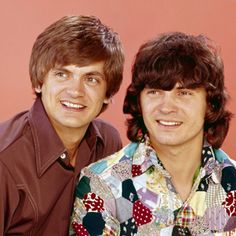 Phil Everly, Don Everly, The Everly Brothers : so sad to watch good love go bad 50s Music, Music Love, Bye Bye Love, Old Hollywood Stars, Phil Collins, Tina Fey, Billboard Hot 100, I Have A Crush, Country Singers
