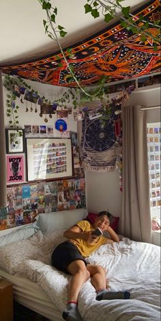 Indie Bedroom, Indie Room Decor, Cute Room Decor, Room Design Bedroom, Room Ideas Bedroom, Bedroom Decor, Chambre Indie, Hippy Room, Chill Room