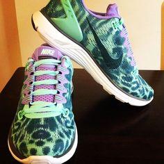 Wheretoget - Tan nude Nike sneakers