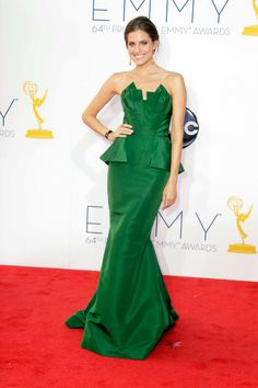 2012 Emmy Awards - Allison Williams in Oscar de la Renta