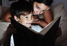 Eine Gute-Nacht-Geschichte mit persönlichen Bildern ist besonders mitreissend und eine Sammlung kann ein schönes #Geschenk sein. Gerade für Kinder sind Gute-Nacht-Geschichten tolle Einschlafhilfen. Andere Ideen für #Fotobücher hat Fotos fürs Leben hier zusammengestellt: http://www.fotos-fuers-leben.ch/inspire/momente/vier-kreative-gestaltungstipps-fur-ihr-fotobuch/