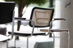 A pioneer of furniture history Dinning Tables And Chairs, Outdoor Chairs, Outdoor Furniture, Outdoor Decor, Marcel Breuer, Harry Bertoia, Barcelona Restaurants, Cantilever Chair, Luxury Apartments