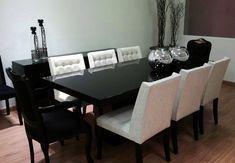 Mesa em laca preta.