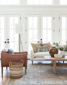 Design Living Room, Living Room Sets, Home Living Room, Living Room Furniture, Danish Living Room, White Couch Living Room, Cottage Style Living Room, Living Room Styles, Leather Living Room Chair
