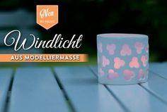DIY: hübsche Windlichter aus Modelliermasse basteln. Das Tutorial findet Ihr hier: https://www.deko-kitchen.de/diy-windlicht-aus-modelliermasse/