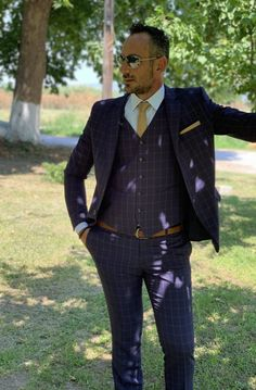 Νεανικό ανδρικό κοστούμι Davvero σε μπλε καρό χρώμα με εντυπωσιακή απόχρωση για μοντέρνες εμφανίσεις που αναδεικνύουν τον άνδρα. Η εφαρμογή είναι slim fit με το σακάκι να διαθέτει δύο σκισίματα στην πλάτη & δύο μπροστινά κουμπιά. Μοδάτο κοστούμι που χαρίζει νεανικό look σε κάθε άνδρα. Double Breasted Suit, Suit Jacket, Suits, Formal, Jackets, Style, Fashion, Preppy, Down Jackets