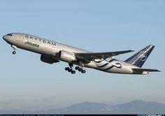Alitalia EI-DDH Boeing 777-243/ER aircraft picture