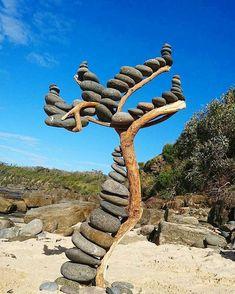 Rockstacking art by John Clatworthy Photo credit: John Clatworthy Land Art, Art Environnemental, Art Et Nature, Art Pierre, Ephemeral Art, Balance Art, Rock Sculpture, Photographs Of People, Driftwood Art