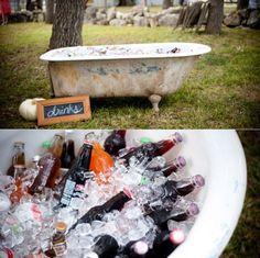 Pon una bañera en tu boda y sorprende a tus invitados, dales la BIENVENIDA   http://envidienmiboda.com/2013/05/22/una-banera-antigua-en-tu-boda/
