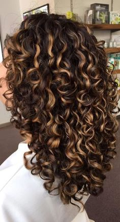 Dyed Curly Hair, Curly Hair Styles, Colored Curly Hair, Curly Hair Tips, Natural Curly Hair, Curly Perm, Big Curly Hair, Curly Bob, Highlights Curly Hair