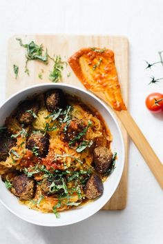 THE ULTIMATE healthy bowl of Spaghetti Squash and Chickpea Meatballs | Nutrition Stripped #glutenfree #veganfriendly