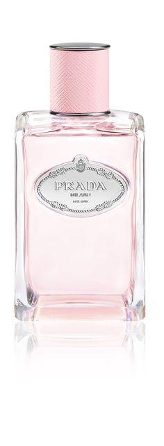 ¿Quieres usar una fragancia irresistible? Es hora de que pruebes la nueva fragancia de Prada. Vive la vida en ROSE.
