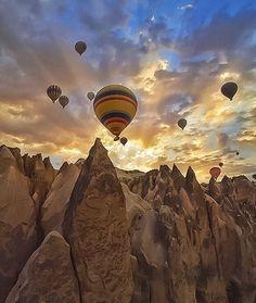 Cappadocia, Turkey // Photo by @golden_heart