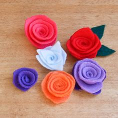 Felt Flowers Too Easy (and Too Cute) Not to DIY