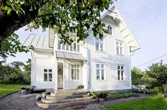 Vita villan på Vätö - the stonework. the windows, the garden